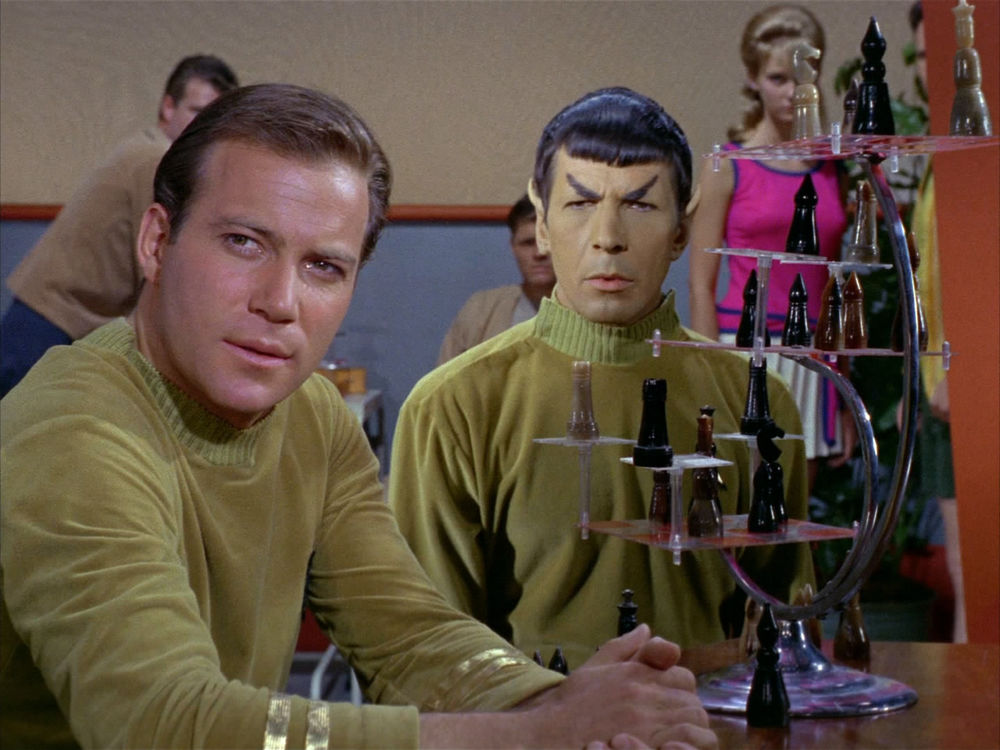 Kirk_and_Spock_in_briefing_lounge_playing_chess