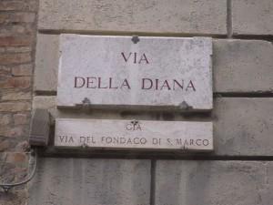 800px-via_della_diana_-_siena